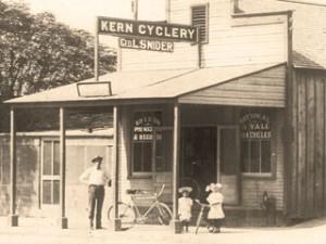 958 Baker St. - 1907 George L. Snider, Lloyd & Loyota Snider(children)